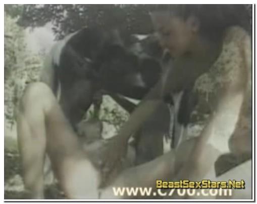 0063 - Girl lick horse balls