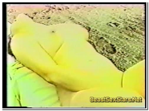 Jap-Girl-Sucking-Horse-2.jpg