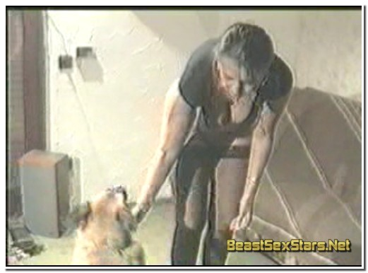 0201-German-Amateur-Housewife-Dog-Knotting-Action-1.jpg
