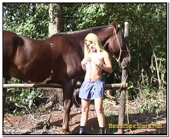 0124-Girls-And-Horses-1.jpg