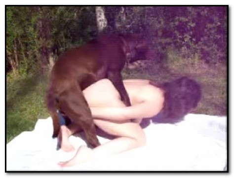 Amateur - Natural Humping Outside